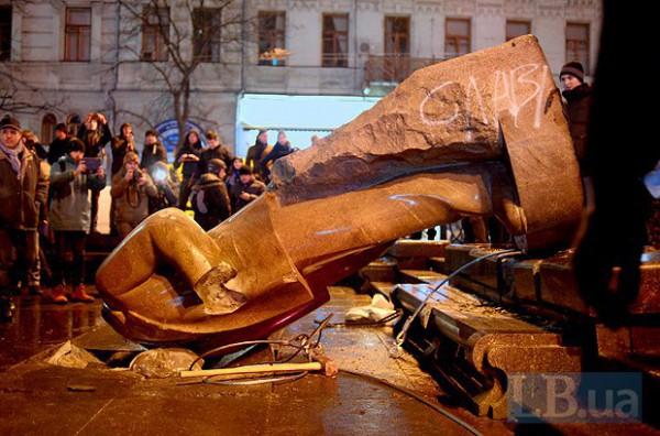 """""""Мы можем наклепать хоть 100 новых"""", - в Луцке изготовили Сталина из бетона и спрятали в офисе КПУ - Цензор.НЕТ 9879"""